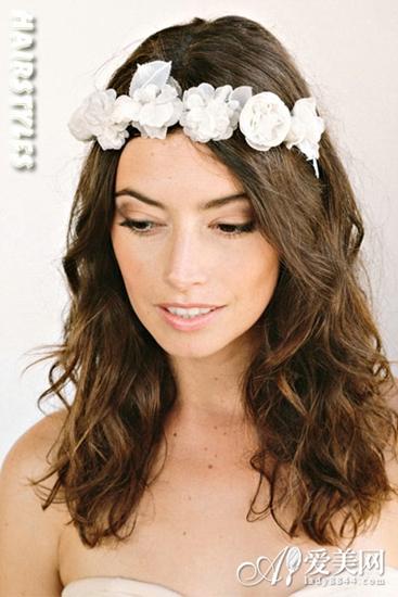实用查询 生活百科 婚嫁 新娘发型 正文     发饰:发带      留一束小