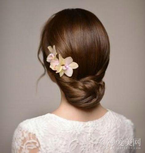 实用查询 生活百科 婚嫁 新娘发型 正文     简单不失女人味的盘发
