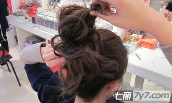 中长发怎么扎丸子头 简单易学的丸子头盘发技巧为你揭晓