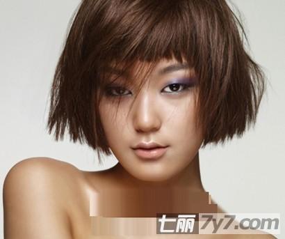 实用查询 生活百科 美容 短发发型 正文   2011新潮的女生短发发型