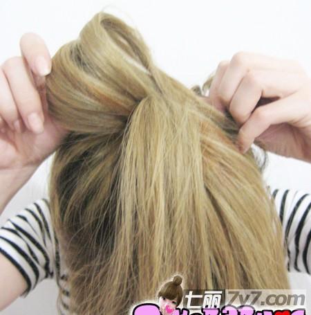 米妮头蝴蝶结发型怎么扎
