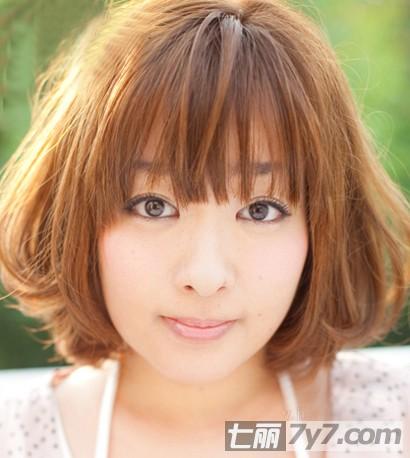 2015圆脸短发发型图片女