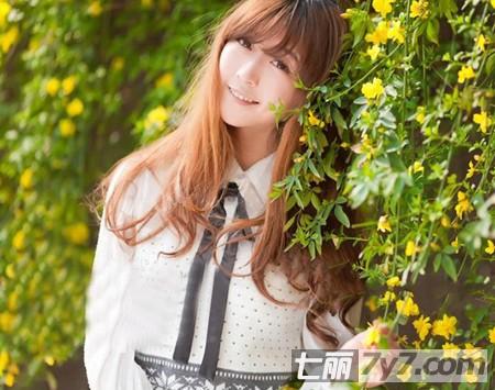 平刘海适合的长发发型图片 清纯乖巧的邻家小妹