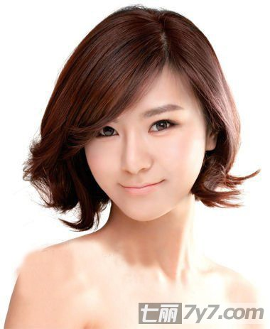 空气感短卷发发型图片 精灵气质的欧美日韩发型