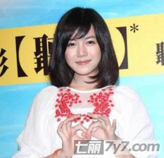 清纯女陈妍希示范圆脸适合的发型