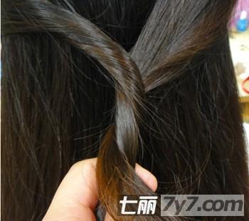 让松散长发变出花样-diy发型