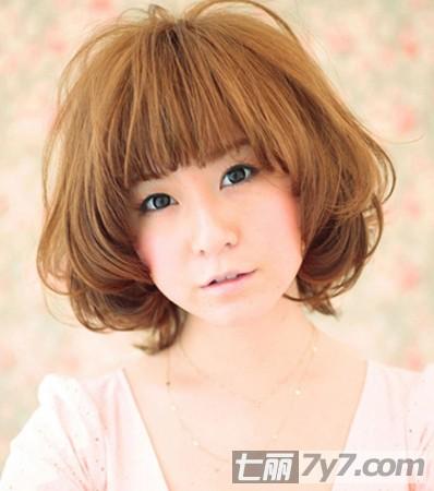 最新圆脸女生短发烫发发型 轻松打造日系修脸发型
