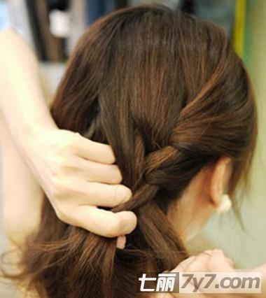 披肩短发怎么扎好看 韩式名媛风简单短发编发图解