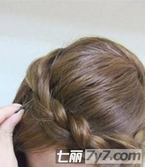 2秋季流行创意发型 2款显气质斜刘海编发图解