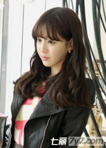 最新韩式时尚发型图片 轻松打造韩国女生清新甜美范 小编点评:中长发图片