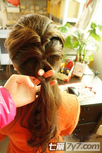 公主发型扎法详细步骤 塑造可爱甜美风