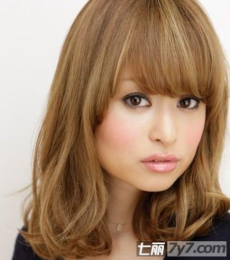 适合大脸女生的发型 气质俏皮潮流短发图片图片