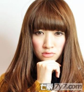 2013适合胖脸女生的修颜长卷发发型