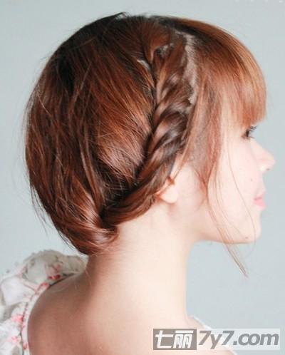 简单扎法塑造高雅发型 步骤十三:再戴上一款漂亮的发簪,将这款扎发