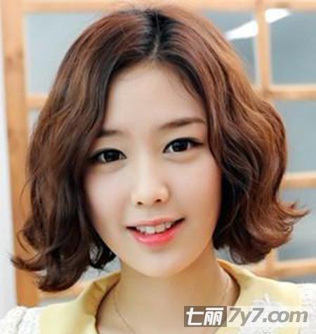 2013年最新流行脸型发型 推荐适合圆脸美眉卷发造型图片
