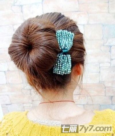 经典甜美减龄瘦脸韩系diy发型 韩式蓬松丸子头扎法步骤图解