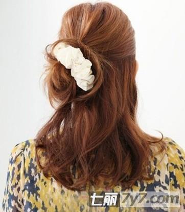 气质半扎发发型扎法图解 轻松扎出可爱简单的发型