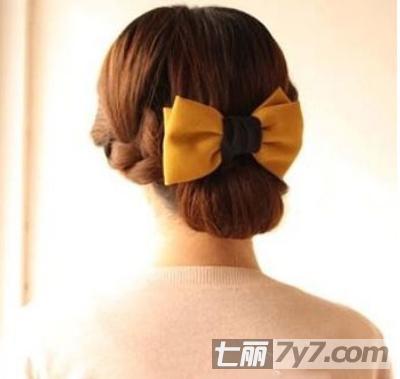 简单的日常盘发步骤 打造淡雅ol发型