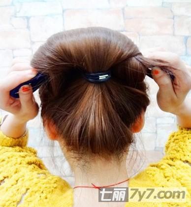 韩式可爱花苞头的扎法图解 简单步骤打造减龄发型