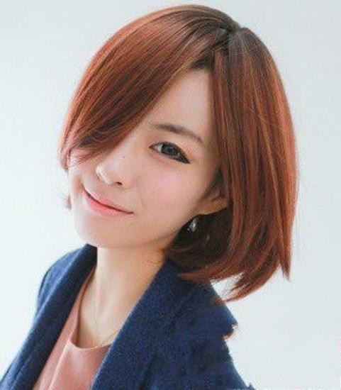 最新流行的女中短卷发发型