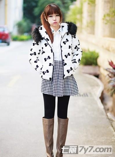 女生短款+短裙矮个子棉服女生显高穿衣搭配-打耳光冬装漂亮图片