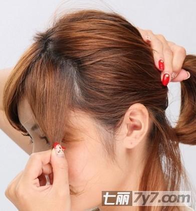 2014女生流行发型图片 甜美短发花苞头的扎法图解
