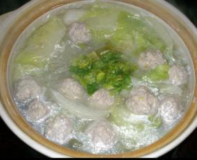 白菜丸子粉丝汤
